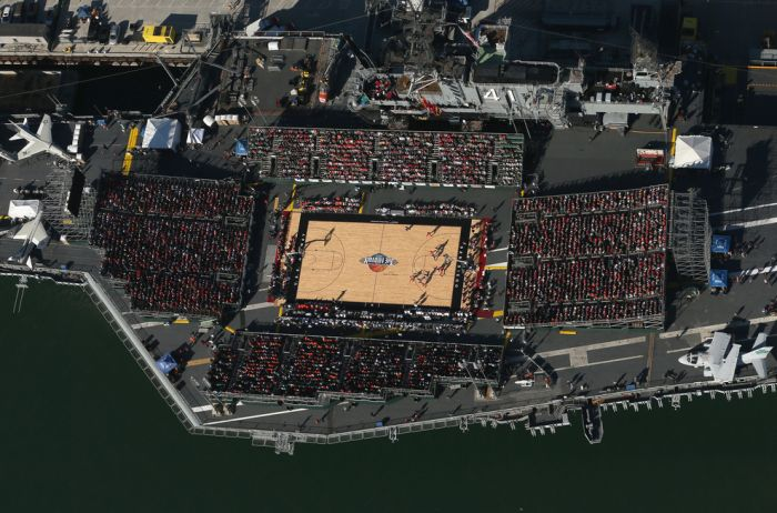 college-basketball-game-played-on-an-aircraft-carrier-21